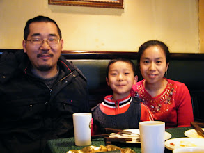 Photo: family dined in Qiqihar Golden Hans Buffet, as the dad, benzrad 朱子卓's improved salary supports bi-monthly toast buffet, son warrenzh 朱楚甲's favorite, its the first implement of the new schedule, so son's mom also invited.
