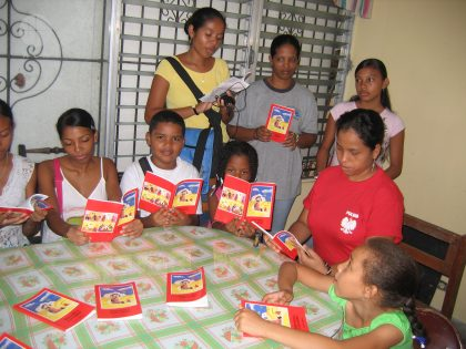 "The child´s bible ""God speaks to his children"" in Spanish language (Missionary infancy, Panama)."