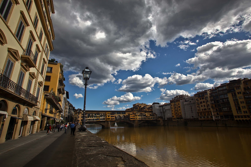 Firenze, rannuvola di Alien