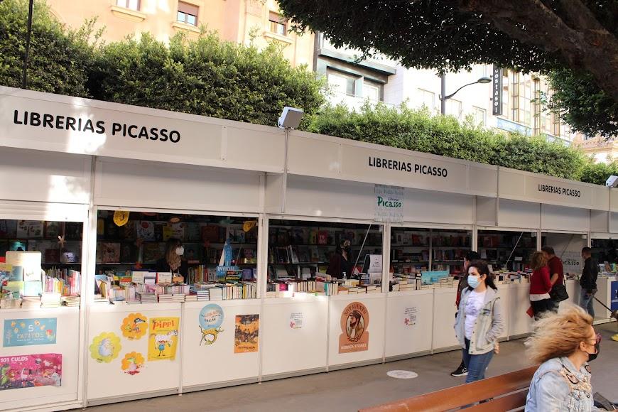 La 41 edición de la Feria del Libro, ubicada en el Paseo de Almería.