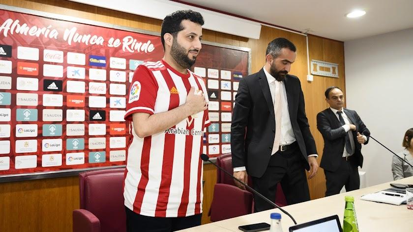 El ministro y presidente del Almería junto a su consejero delegado.