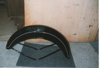 Photo: neuer Kotflügel, leider in schwarz, muß umlackiert werden