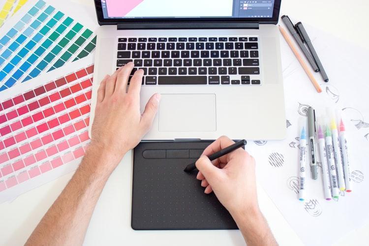get first job as graphic designer