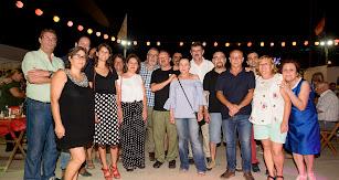 Militantes  y simpatizantes de IU fueron los protagonistas de la recepción que el partido organizó el lunes por la noche en la caseta 'La Pecera'.
