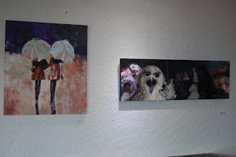 Photo: Algumas das pinturas expostas