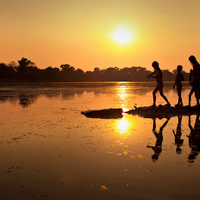 Sra Srang by Felix Hug - Landscapes Sunsets & Sunrises ( water, sras srang, travel, angkor wat, south east asia, cambodia, siem reap, silhouette )