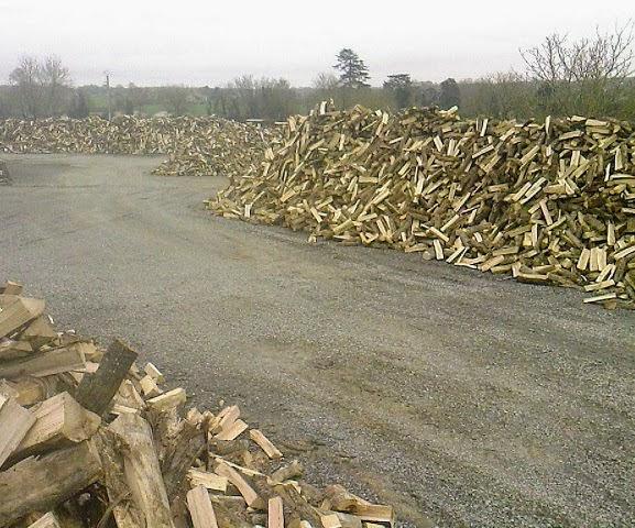 pile de bois bûches 50 cm en vrac pour les grossistes