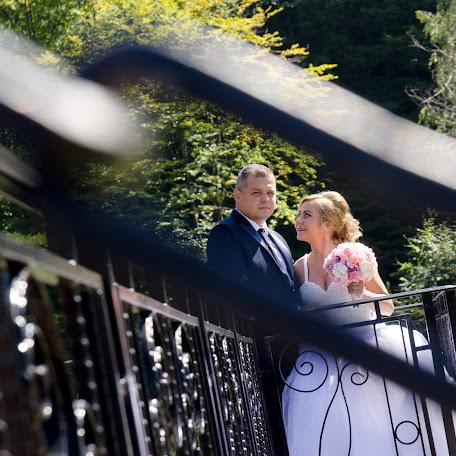 Wedding photographer Liviu Bratosin (liviustudiopro). Photo of 17.11.2017