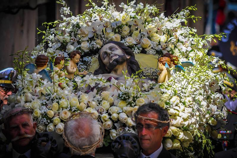passione, morte e resurrezione. di kaos