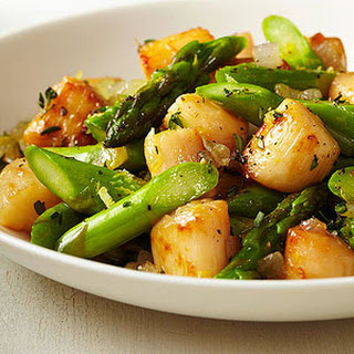 Scallop-and-Asparagus Saute with Lemon and Thyme.