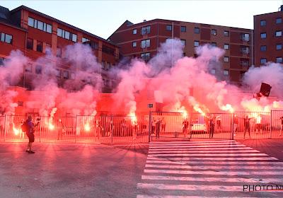 📷 Supporters Charleroi slagen er toch in om te vieren met de spelers
