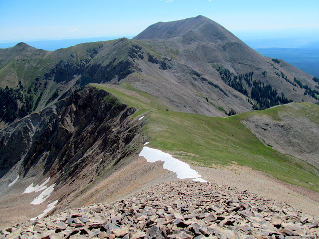 The ridge connecting Tuk and Peale