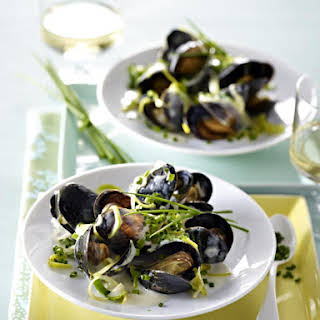 Mussels in White Wine Cream Sauce.
