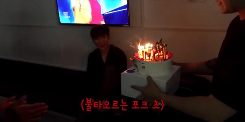 nuest aron birthday cake 4