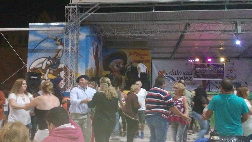 PRIMER FESTIVAL REGIONAL DE KARAOKE EN DALMACIO VELEZ