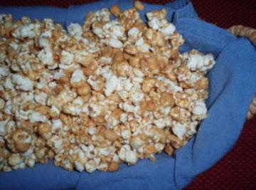 Caramel Corn With Pecans Recipe