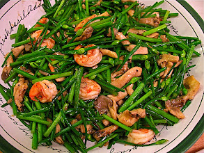 Photo: stir-fried chive blossoms with shrimp, oyster mushrooms and oyster sauce