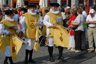 Photo: Joueurs de trompettes droites annonçant la procession