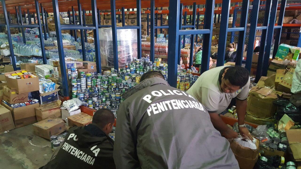 POLICÍAS PENITENCIARIOS COLABORAN EN PREPARACIÓN DE DIARIOS PARA DAMNIFICADOS POR HURACÁN OTTO