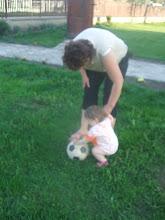 Photo: ittan a labda Emő nénje