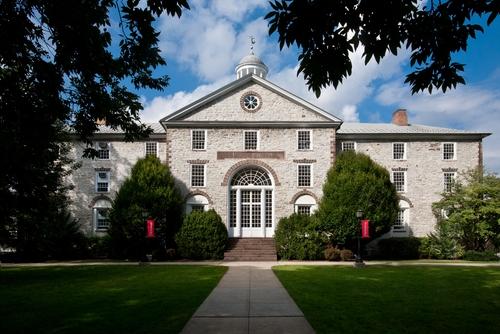 http://colleges.usnews.rankingsandreviews.com/img/college-photo_13942..jpg