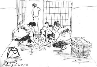 Photo: 點貨2010.11.30鋼筆 合作社送到各單位的百貨、食品,都一籃一籃配好,再一車一車推,到各單位再倒在地上一様一様點,我想大概只有監獄是這麼做的吧!