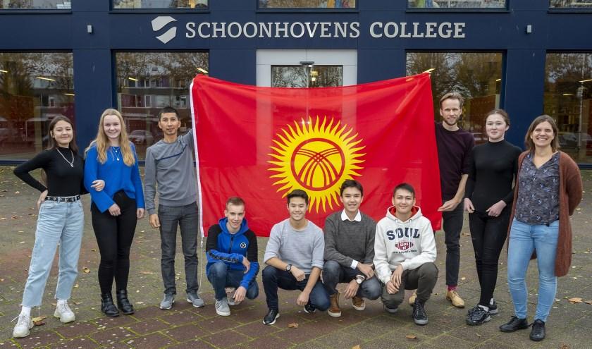 • Groepsfoto voor het Schoonhovens College.