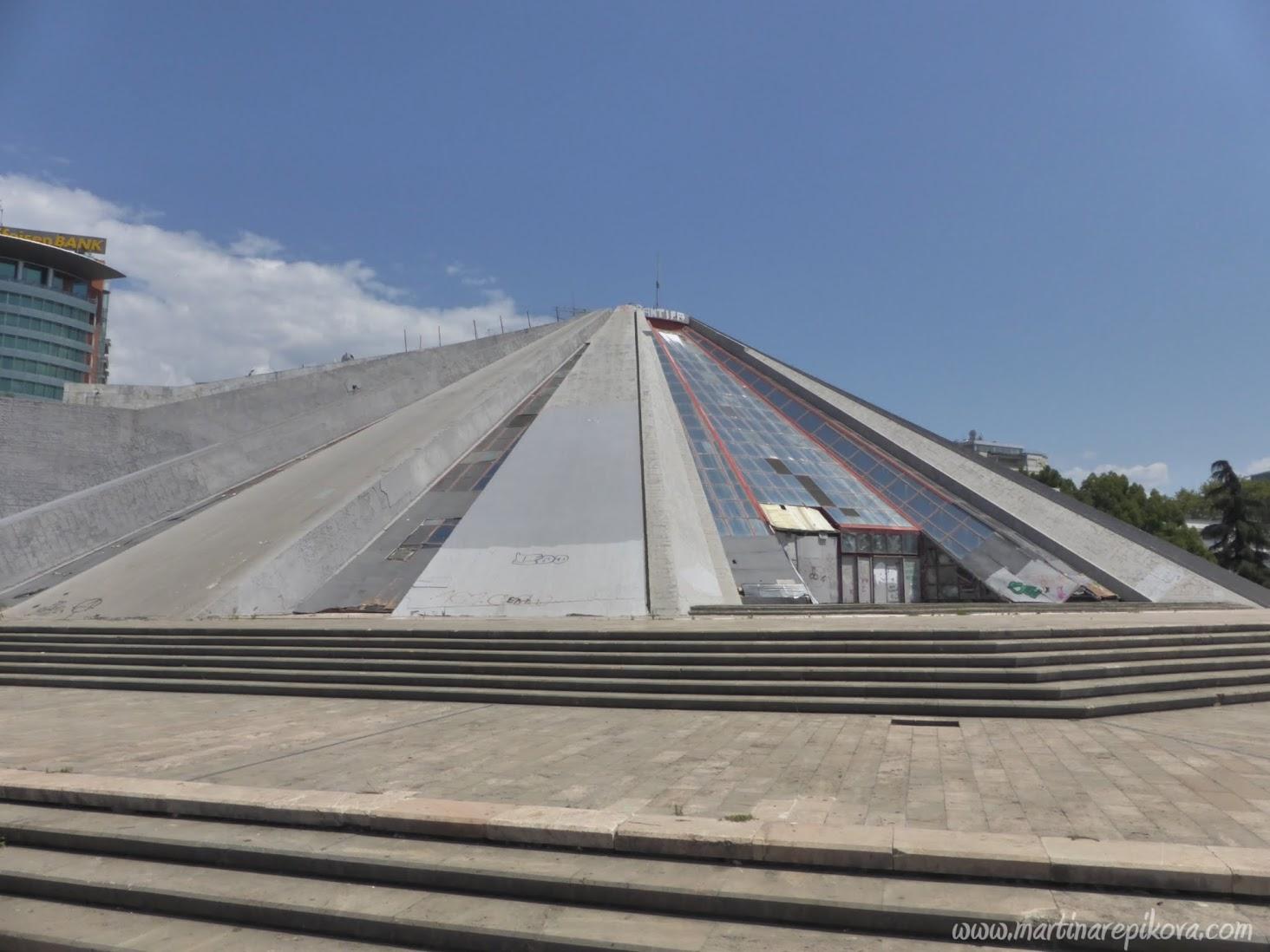 Pyramída, Tirana, Albánsko