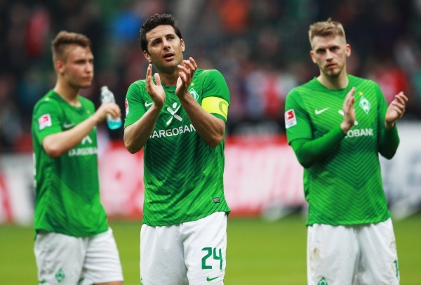 Photo: BREMEN, GERMANY - APRIL 21:  Claudio Pizarro (C) of Bremen reacts after the Bundesliga match between SV Werder Bremen and FC Bayern Muenchen at Weser Stadium on April 21, 2012 in Bremen, Germany.  (Photo by Joern Pollex/Bongarts/Getty Images)