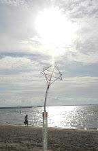 Photo: siehe den Lichtstrahl hinaufströmen,er formt eine Wolke genauso anzusehn wie der Sternenlichtkristall ....