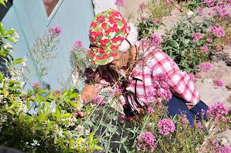 Photo: notre Paulette parmi les fleurs