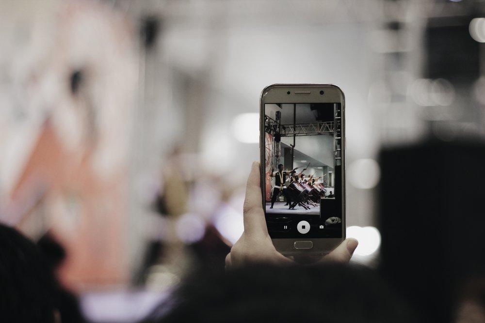 Làm quen với việc bật nhanh camera sẽ giúp bạn chủ động linh hoạt hơn.