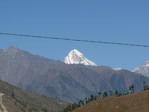 Photo: Mt.Neelkanth . Enroute to Lata roadhead from Joshimath. Jus observe the clear blue sky in all the pics.