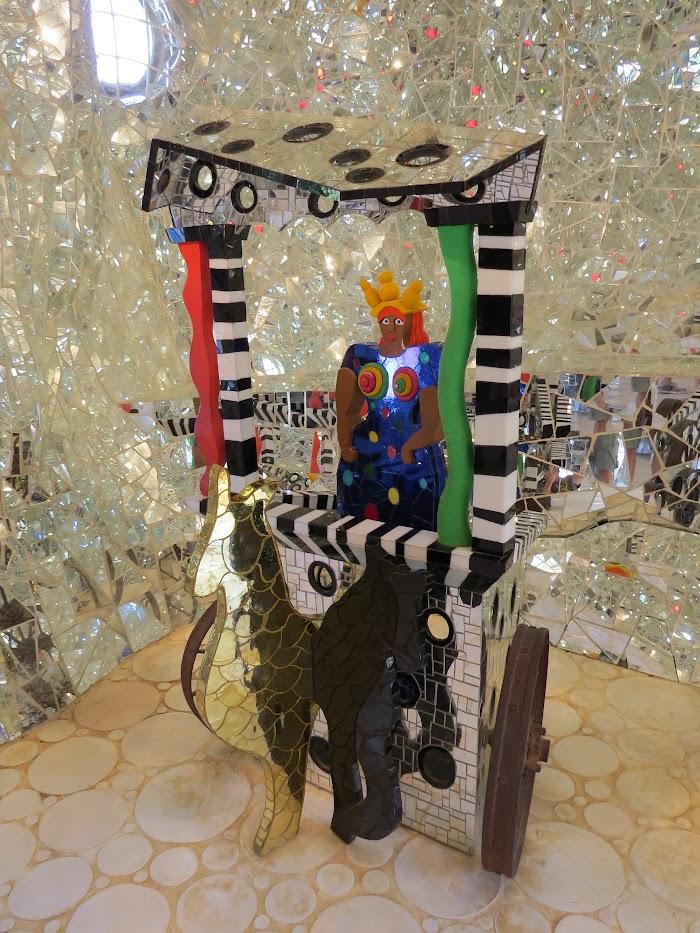 Niki de Saint Phalle, Il Carro, l'interno de l'Imperatrice nel Giardino dei Tarocchi, Capalbio