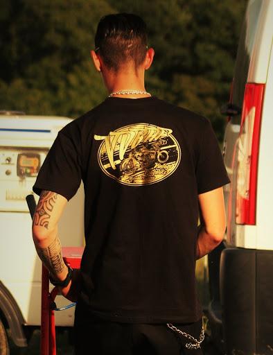 Le tee-shirt du VDBAF en vente pour soutenir les Drag Vintages.