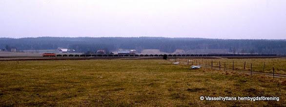 Photo: Järnvägsstationen i Vasselhyttan. Malmtåg 19 mars 1990