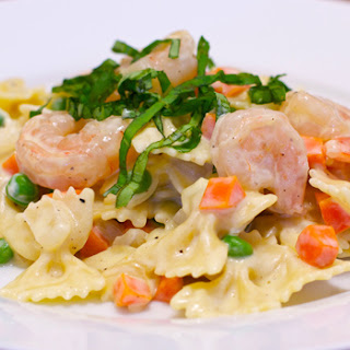 Creamy Pasta with Peas and Carrots