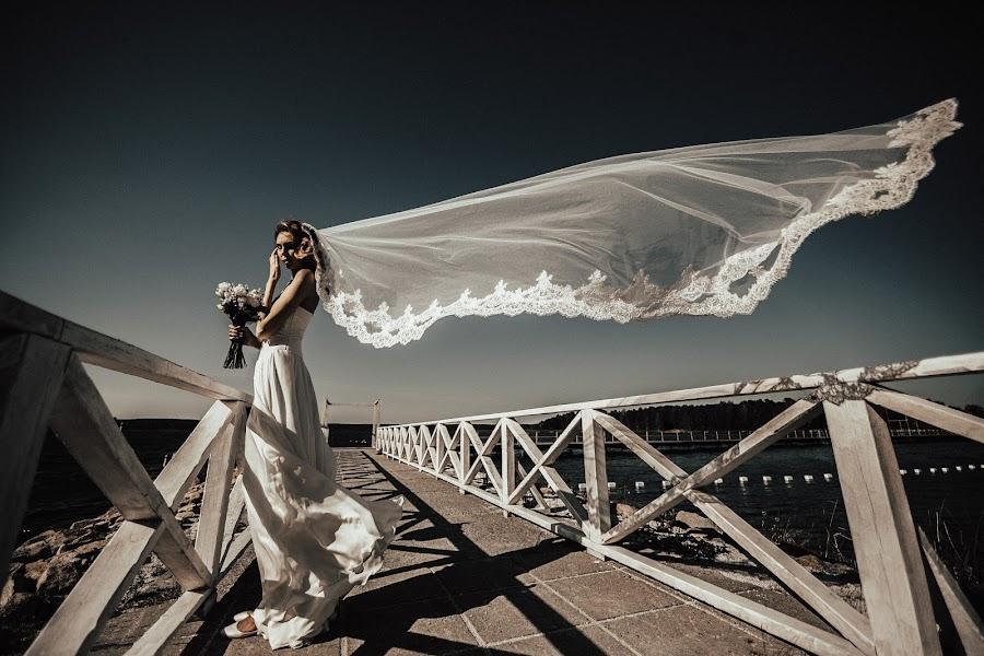 Wedding photographer Vasiliy Tikhomirov (BoraBora). Photo of 14.12.2017