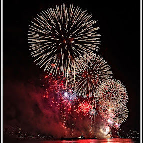 Fireworks on the Hudson by Giancarlo Bisone - Public Holidays July 4th ( fireworks, new york, hudson, river )