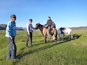Photo: První návštěva - rýsuje se možná směna našich koní pod kapotou za tyto poníky