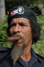 Photo: che supporter in cuba. cigar smoker. Tracey Eaton photo.