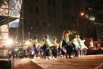 Photo: 2013年に行われた「第13回 浜松 がんこ祭」の写真です。がんこ祭は楽器の街浜松ならではの全国でも唯一「楽器を持って踊ること」のルールの元に、全国から約4500人の参加者と観客10万人が集まる毎年三月に行われるお祭りです。 「浜松 がんこ祭 公式ホームページ」 http://www.ganko-matsuri.com/  2014年は3月15日(土)16日(日)と二日間開催されます。100を越えるチームが優勝を目指し、元気溢れる踊りを披露し、16日の浜松中心街において表彰される最優秀チームの栄誉を目指して競い合います。  ※ photo 「zeki」  http://zeki72.exblog.jp/ direct 「株式会社マツヤマデザイン」 http://www.md-f.jp/