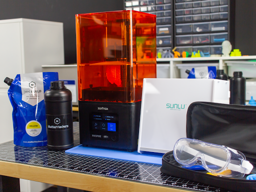 Complete your SLA 3D printing station with SUNLU's UV Resin Curing Light Box.