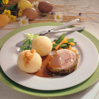 Lammrücken mit Kräuterkruste und Knödeln
