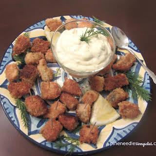 Crispy salmon bites with homemade tartar sauce #SundaySupper.