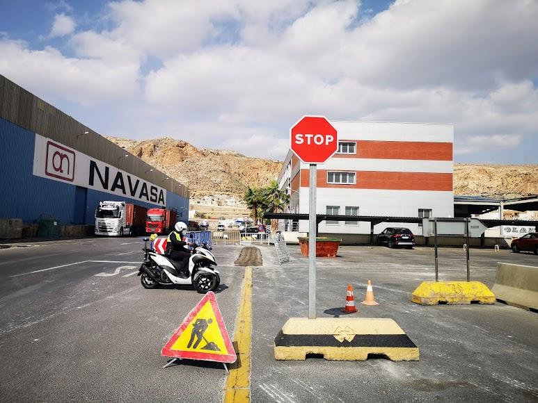 La APA da los últimos retoques al Puerto de Almería para la carrera ciclista.