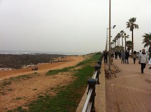 Photo: Le dimanche matin les gens viennent se promener sur la promenade