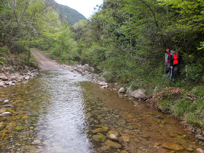 Photo: Traversée à pied sec du gué de la Muga