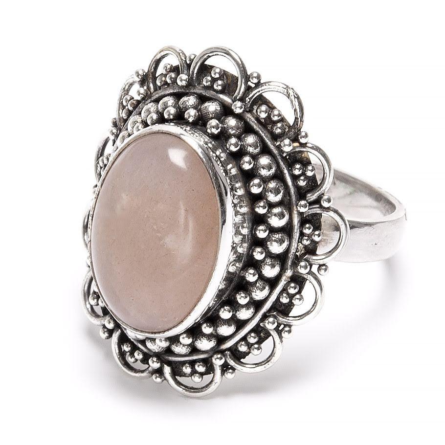 Persikomånsten, oval silverring med filigrandekor