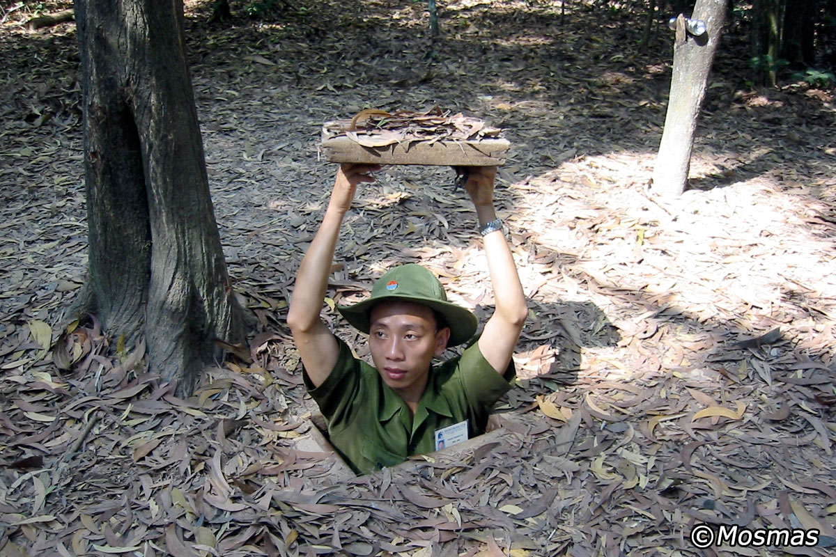 Củ Chi Tunnels - Underground World